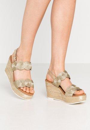 Sandaler med høye hæler - platinum