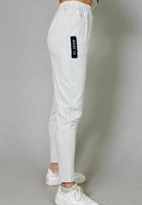 Riquai Clothing - Tracksuit bottoms - grau - 3