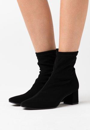 REBECCA - Kotníkové boty - black