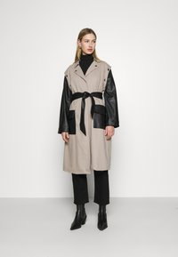 4th & Reckless - JAGGER JACKET - Trenchcoat - taupe/black - 0