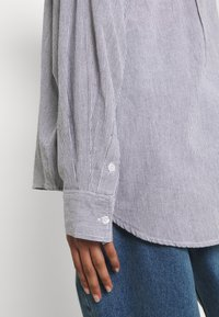 BDG Urban Outfitters - TULLY OVERSIZED STRIPED  - Button-down blouse - grey - 6
