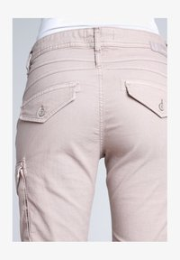 Gang - AMELIE - Cargo trousers - pink - 5