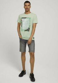 TOM TAILOR DENIM - T-shirt med print - smooth green - 1