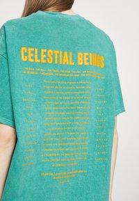 BDG Urban Outfitters - CELESTIAL TEE UNISEX - Print T-shirt - green - 4