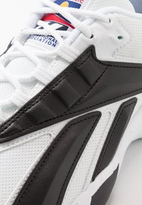 Reebok Classic - INTV 96 SHOES - Sneakers basse - white/black - 5