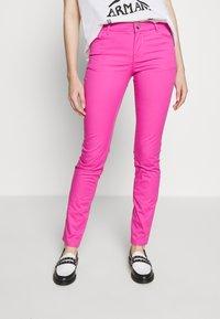 Emporio Armani - POCKETS PANT - Skinny džíny - rosa pop - 0