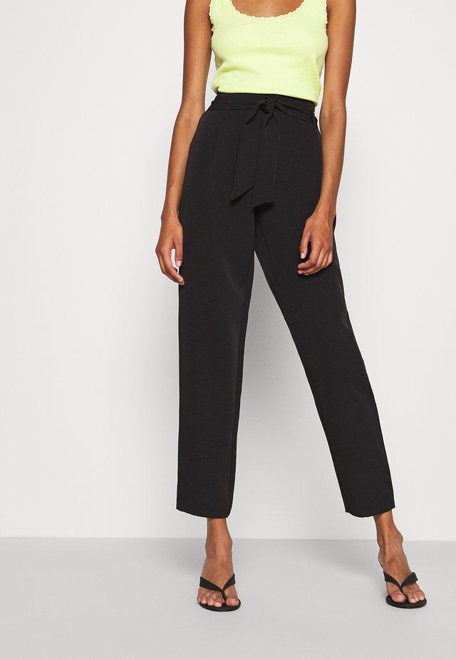 ONLCAROLINA MAIA BELT PANT - Pantalon classique - black