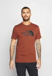 The North Face - M S/S EASY TEE - EU - T-shirt med print - brandy brown - 0