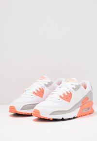 Nike Sportswear - AIR MAX 90 - Trainers - white/hyper orange/light smoke grey - 2