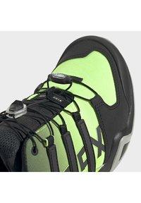 adidas Performance - TERREX SWIFT R2 HIKING SHOES - Hikingsko - green - 9