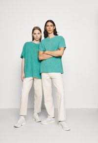 BDG Urban Outfitters - CELESTIAL TEE UNISEX - Print T-shirt - green - 1