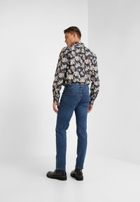 Outerknown - AMBASSADOR - Slim fit jeans - faded indigo - 2