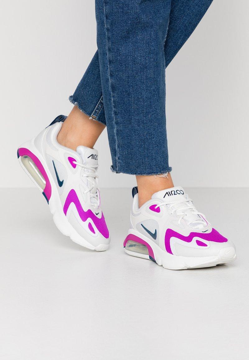 Nike Sportswear - AIR MAX 200 - Sneakersy niskie - photon dust/valerian blue/white/vivid purple