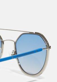 Calvin Klein Jeans - UNISEX - Zonnebril - matte cobalt - 4