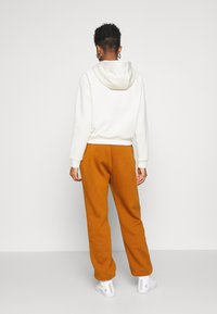 Nike Sportswear - PANT TREND - Tracksuit bottoms - tawny/white - 2