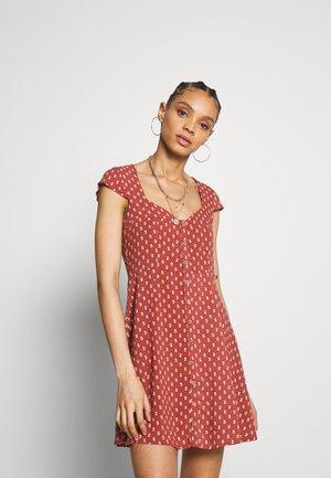 TESS - Abito a camicia - scarlet