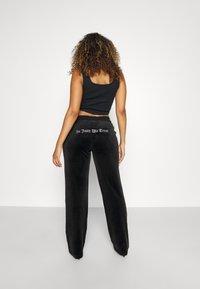 Juicy Couture - ANNIVERSARY CREST TRACK PANTS - Trainingsbroek - black - 3