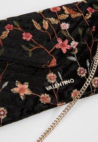 Valentino by Mario Valentino - CARILLON - Pochette - nero/multicolor - 5