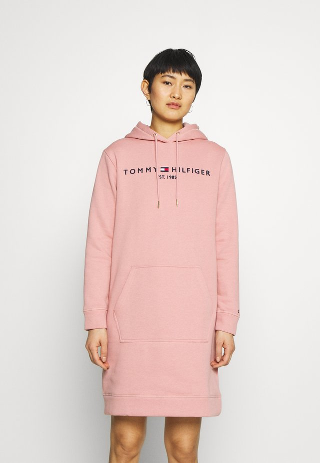 HOODIE DRESS - Denní šaty - soothing pink
