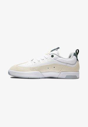 LEGACY  - Sneakersy niskie - white/grey/green