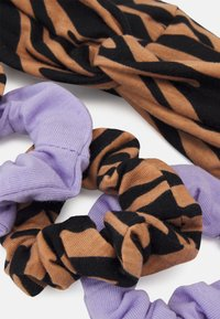 Gina Tricot Mini - MINI SCRUNCHIE HEADBAND SET - Hair styling accessory - brown/lilac - 1