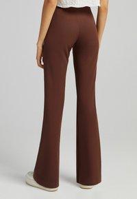 Bershka - FLARE - Kalhoty - brown - 2