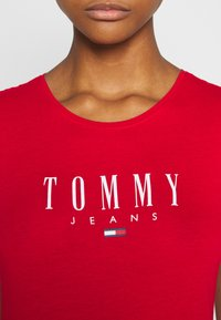 Tommy Jeans - ESSENTIAL LOGO TEE - Print T-shirt - deep crimson - 4
