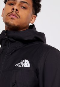 The North Face - MENS QUEST JACKET - Chaqueta Hard shell - black - 4