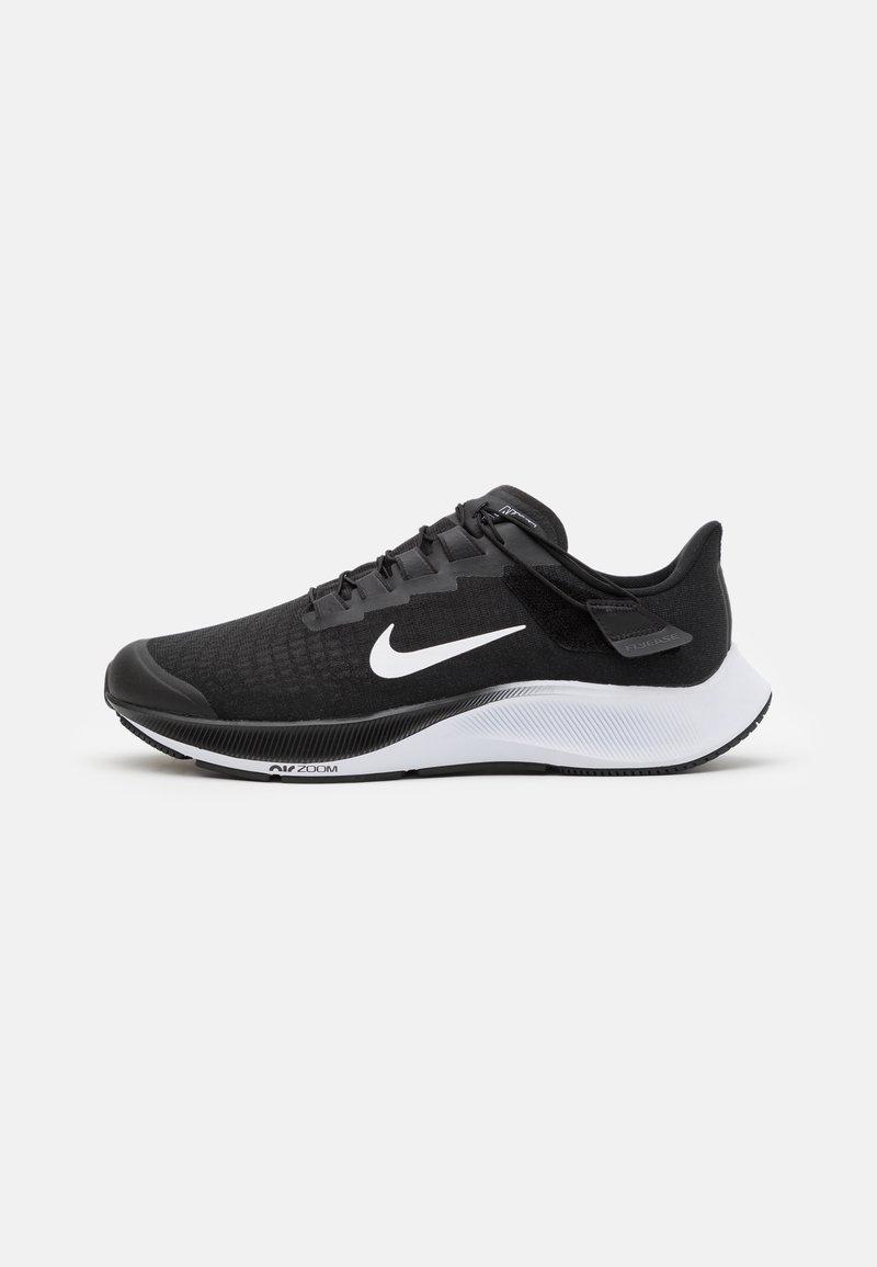 Nike Performance - AIR ZOOM PEGASUS 37 FLYEASE 4E - Neutrala löparskor - black/white/smoke grey