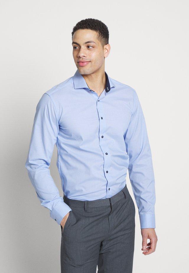 SLIM FIT - Camisa - blue