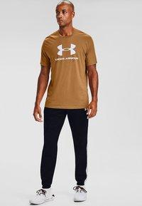 Under Armour - Print T-shirt - yellow ochre - 0