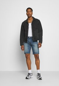 Levi's® - 405 STANDARD  - Shorts di jeans - boom boom cool - 1