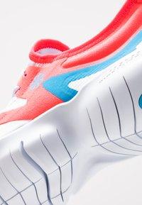 Nike Performance - FREE RN 5.0  - Løbesko - red orbit/blue hero/football grey/white/ghost/black - 5
