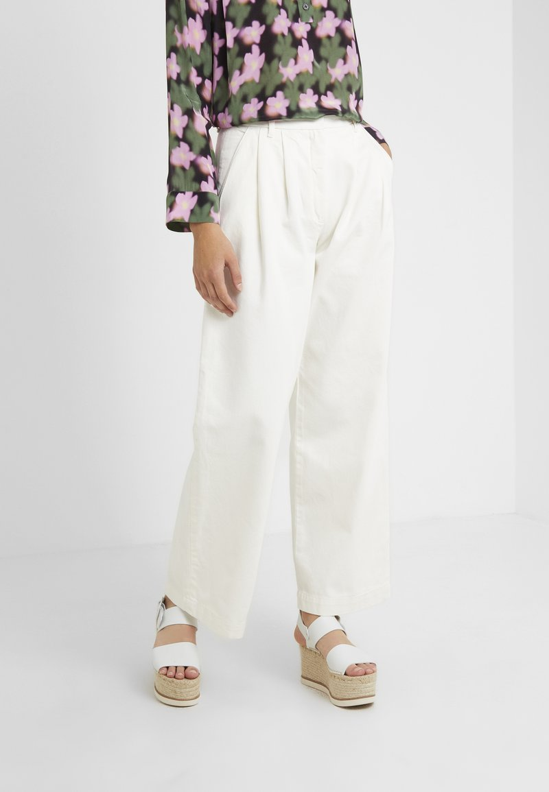 Lovechild - LULAS PANT - Flared Jeans - white