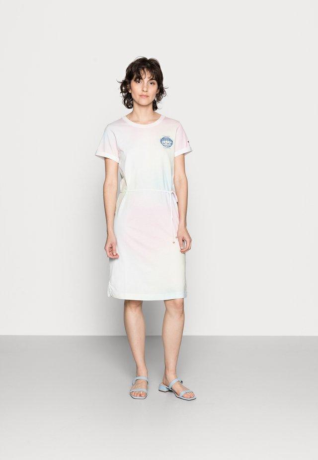 ONE PLANET DRESS - Žerzejové šaty - pastel multi