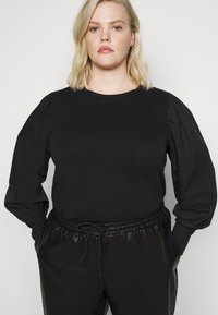 Pieces Curve - PCSTINA TOP CURVE - Blouse - black - 3
