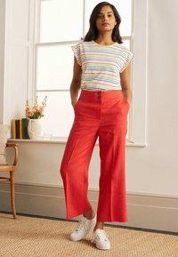 Boden - Print T-shirt - regenbogenfarben - 0