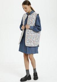 Soaked in Luxury - Waistcoat - blue peonia print - 1