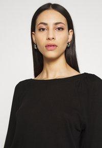 Noisy May Tall - NMHALLEY 3/4 O-NECK DRESS TALL - Neulemekko - black - 4