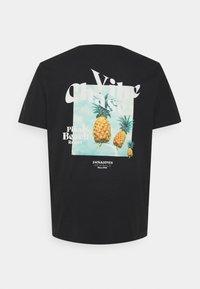 Jack & Jones - JORPOOLBOY TEE CREW NECK - Print T-shirt - tap shoe - 1