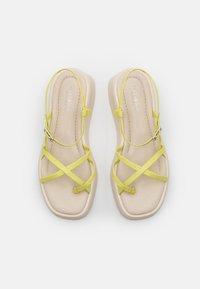 Vagabond - COURTNEY - T-bar sandals - lemon - 5