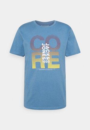 JCOFADE TEE CREW NECK - Print T-shirt - blue heaven