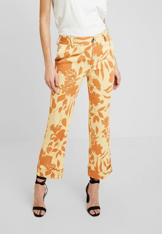 BELLA STENCIL PANT - Spodnie materiałowe - jojoba