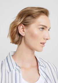 Vibe Harsløf - ELSA EARRING CHAIN  - Náušnice - silver-coloured - 1
