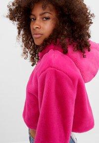 Bershka - MIT KAPUZE - Fleece jacket - neon pink - 3