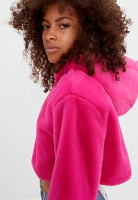 Bershka - MIT KAPUZE - Fleecová bunda - neon pink - 3