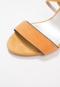 Marco Tozzi - Sandales à talons hauts - saffron - 2