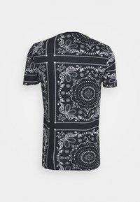Brave Soul - FENDER - Print T-shirt - rich navy/optic white/grey - 1