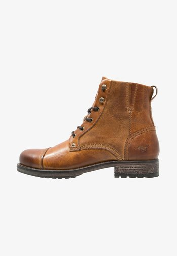 Šněrovací kotníkové boty