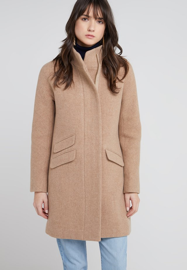 Klasický kabát - sandstone